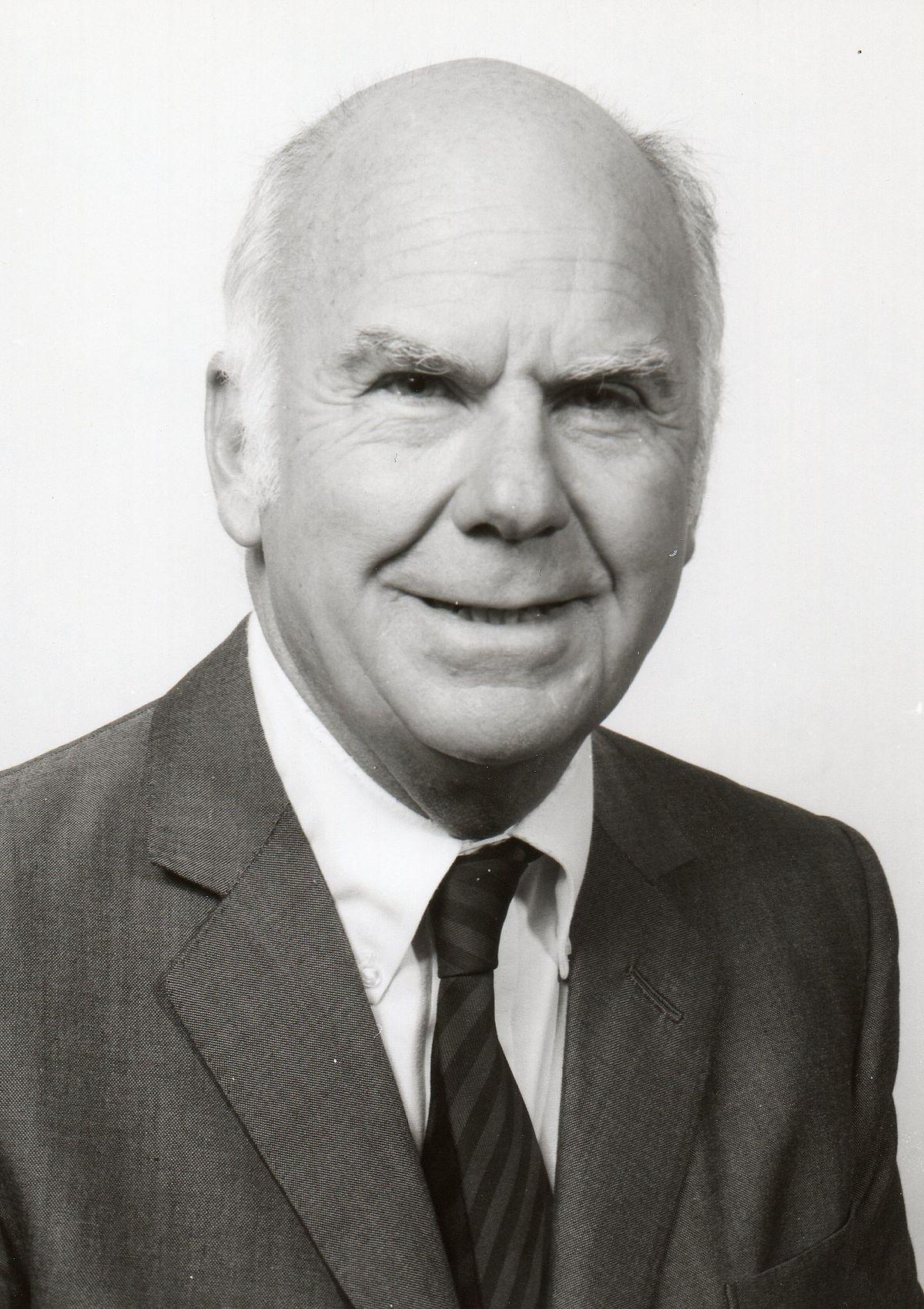 Chân dung chả đẻ của SWOT - Albert Humphrey.
